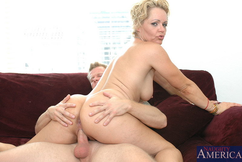 Hairy nickole richie gets shaved then fucked hard 7